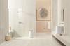 Kremowa łazienka z satynową płytą wielkoformatową