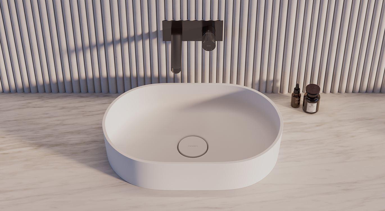 Owalna umywalka z antracytowa baterią z kolekcji Omnires Contour