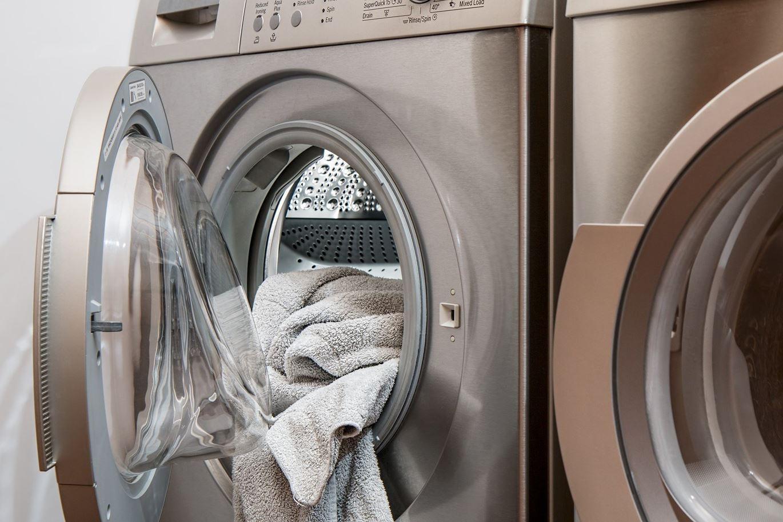 Suszarka na pranie – zalety i wady. Jak wybrać?
