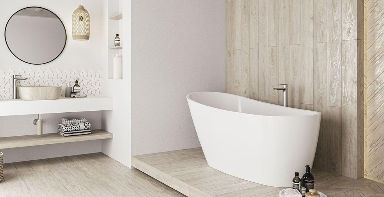 Biel i drewno w łazience