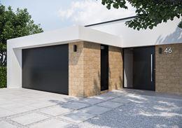 Ściany domu wykończone w brązowej płytce inspirowanej kamieniem