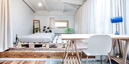 Eklektyczna sypialnia na poddaszu