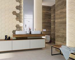 Łazienka w beżach i brązach ze strukturą i drewnem