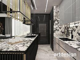 Kuchnia z dekoracyjnymi, szaro-czarnymi frontami