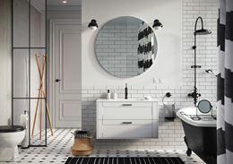Biało-czarna łazienka z cegiełką