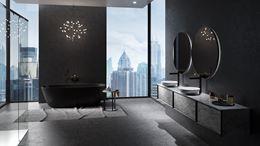 Ciemna łazienka z oknem w stylu glamour
