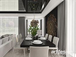 Jadalnia z dekoracyjną mandala na ścianie