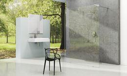 Przestronna łazienka w stylu minimalistycznym i kabiną walk-in