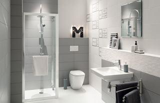 Jak zaaranżować małą łazienkę w bloku?