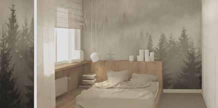 Biała sypialnia z dekoracyjną tapetą
