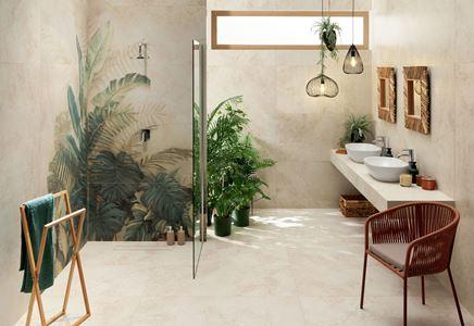 Aranżacja beżowej łazienki Domino Alabaster Shine z florystycznym motywem