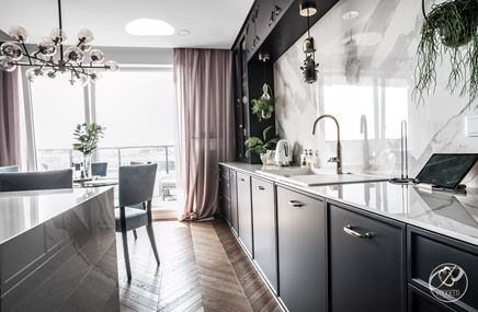 Kuchnia z eleganckim marmurem
