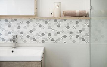 Dekoracyjne płytki ścienne z heksagonalnym wzorem
