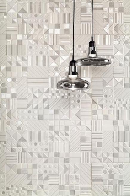 Detal białych dekorów Tubądzin Modern Basalt