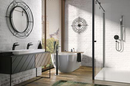 Industrialna łazienka z czarną armaturą