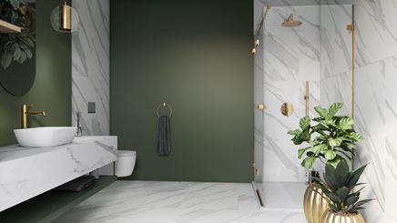 Marmurowa łazienka ze złotymi akcentami