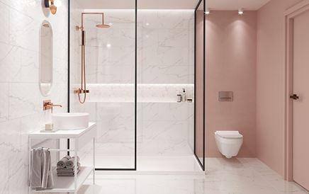 Aranżacja łazienki z delikatnym różem i marmurem