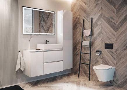 Jodełkowa łazienka w drewnie z ceramiką Roca Gap