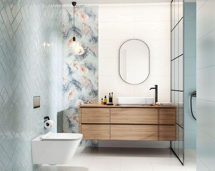 Pastelowa łazienka z dekoracyjną ścianą