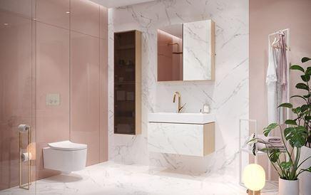 Różowa łazienka z marmurowymi wykończeniami