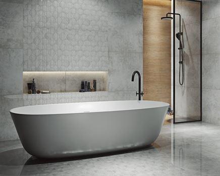 Szara łazienka w stylu industrialnym z mozaikową ścianą