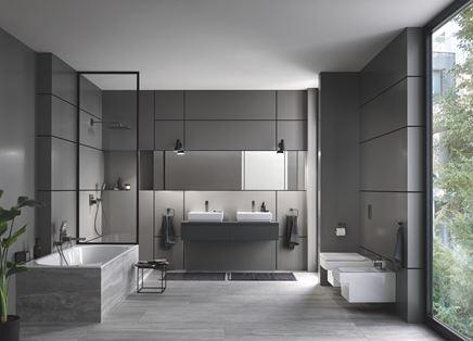 Ciemna łazienka z bateriami Grohe Eurocube