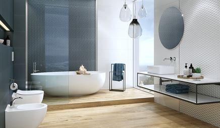 Biało-niebieska łazienka ze ścianą strukturalną