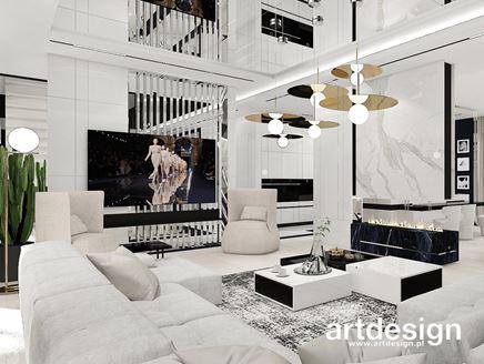 Biały salon z lustrzanymi akcentami