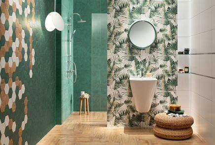 Zielona łazienka z heksagonami w nowoczesnym stylu