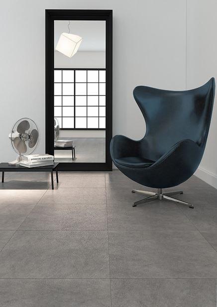 Minimalistyczny salon z betonową podłogą