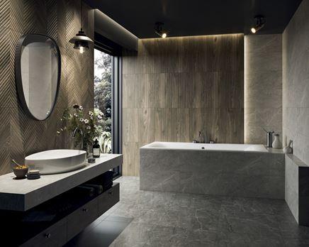 Ciemne drewno i kamień w stylowej łazience