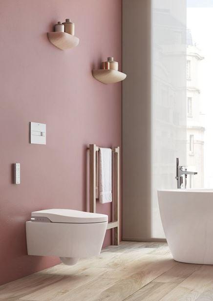 Toaleta myjąca w pastelowej łazience Roca Inspira