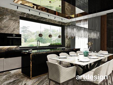 Kamień, złoto i czerń w kuchni z jadalnią