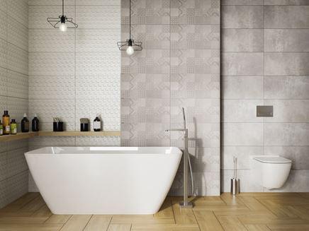 Łazienka z szarym patchworkiem