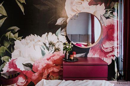 Kwiecista tapeta w romantycznej sypialni