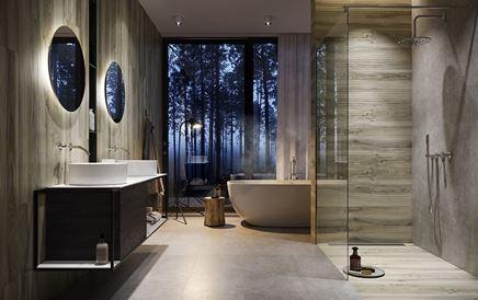 Łazienka glamour z drewnianymi wykończeniami