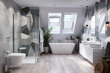 Duża łazienka na poddaszu w szarym kolorze