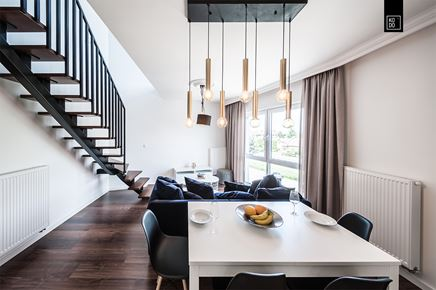 Strefa jadalna w dwupoziomowym mieszkaniu