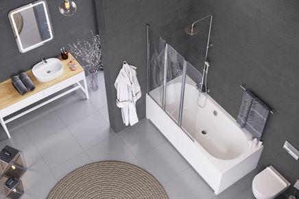Aranżacja nowoczesnej łazienki z wanną z parawanem