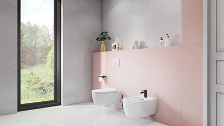 Szara łazienka z różowymi akcentami