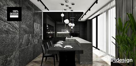 Jadalnia z czarnym kamieniem na ścianie
