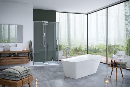 Stylowa przestronna łazienka z wanną wolnostojacą
