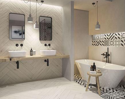 Łazienka w drewnie z patchworkową ścianą