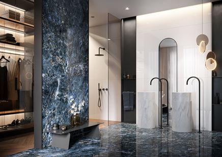 Łazienka glamour z niebieskim kamieniem