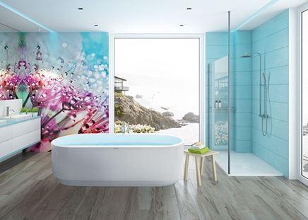 Błękitna łazienka z wanną wolnostojącą