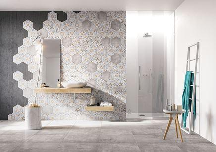 Łazienka ze ścianą wykończoną dekorami Nowa Gala Flamenco