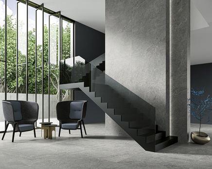 Przestronny salon ze schodami w kamiennej płytce Paradyż Authority