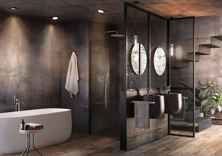 Ciemna łazienka z wanną wolnostojącą