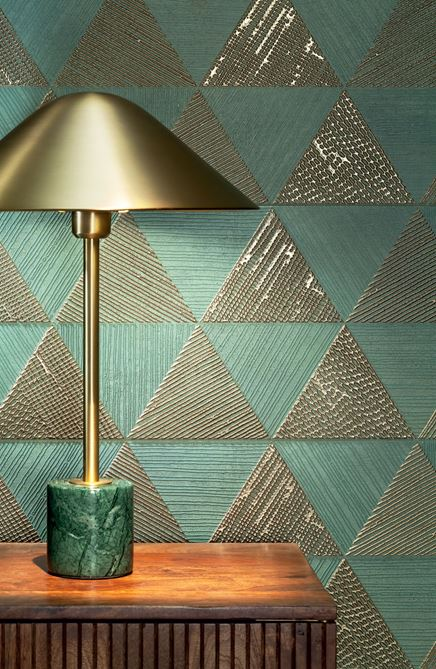 Detal zielono-złotego dekoru z kolekcji Tubądzin Goldgreen