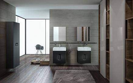 Przestronna łazienka w ciemnych kolorach Koło Twins